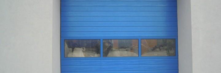 Brama przemysłowa segmentowa MakroPro z przeszkleniem Wiśniowski | ADAMS | WIŚNIOWSKI Salon Partnerski | Bramy / Okna / Drzwi / Ogrodzenia - Sprzedaż | Montaż | Serwis - Żary, lubuskie