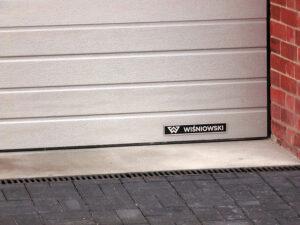 Brama przemysłowa segmentowa MakroPro Wiśniowski | ADAMS | WIŚNIOWSKI Salon Partnerski | Bramy / Okna / Drzwi / Ogrodzenia - Sprzedaż | Montaż | Serwis - Żary, lubuskie
