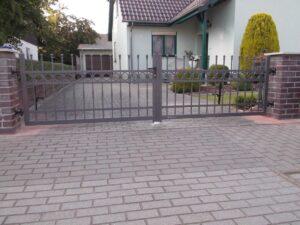 Brama skrzydłowa i ogrodzenie posesyjne Style Wiśniowski | ADAMS | WIŚNIOWSKI Salon Partnerski | Bramy / Okna / Drzwi / Ogrodzenia - Sprzedaż | Montaż | Serwis - Żary, lubuskie