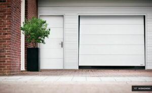 Bramy garażowe, brama uchylna Wiśniowski. Adams Salon partnerski Żary