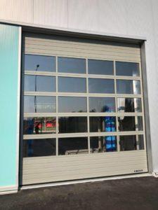 Nowoczesna zajezdnia autobusowa w Nowej Soli. Bramy przemysłowe automatyczne Wiśniowski MakroPro Alu.