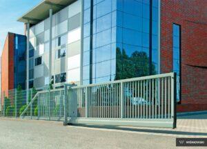 Brama przesuwna, ogrodzenie przemysłowe Seria Pi Wiśniowski. Adams Salon partnerski Żary