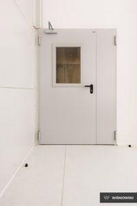 Drzwi stalowe płaszczowe, drzwi wewnętrzne, stolarka Wiśniowski. Adams Salon partnerski Żary